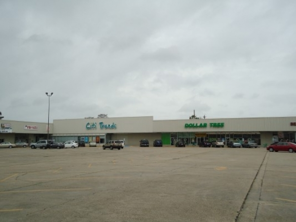 Listing Image #1 - Shopping Center for lease at 9661 Chef Menteur Hwy., New Orleans LA 70127