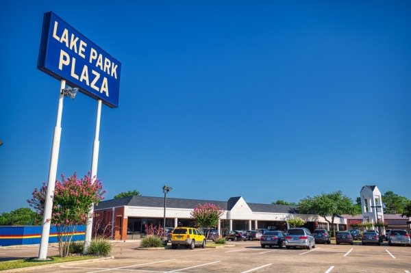 Listing Image #1 - Retail for lease at 359 Lake Park Rd, Lewisville TX 75057