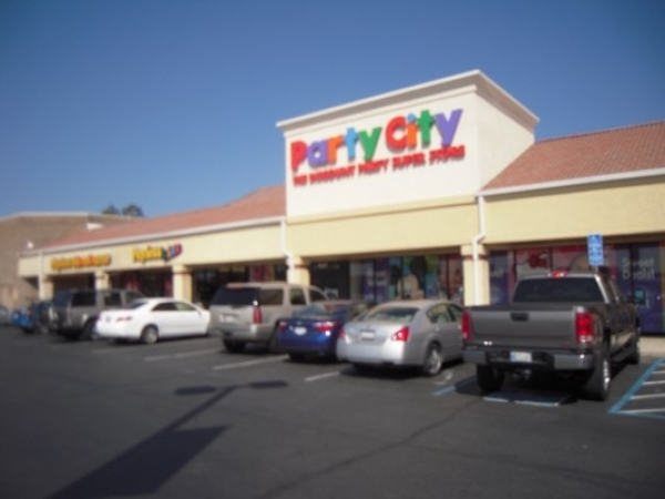 Listing Image #1 - Shopping Center for lease at 1619 Hilltop Dr., Redding CA 96002
