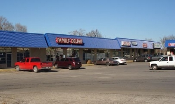 Listing Image #1 - Retail for lease at 5228 Blue Ridge Blvd, Raytown MO 64133