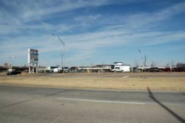 Listing Image #1 - Retail for lease at 2015 West Broadway Ave, Ardmore OK 73401