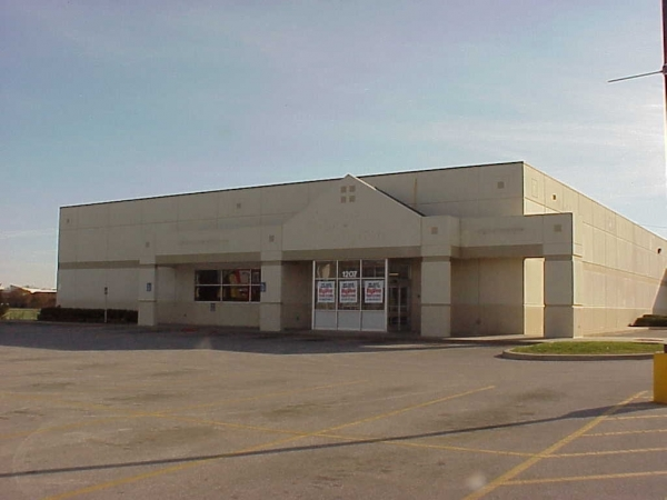 Listing Image #1 - Retail for lease at 1207 1st Ave E, Newton IA 50208