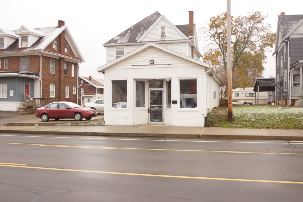 Listing Image #1 - Retail for lease at 910 12th St. NW, Canton OH 44703