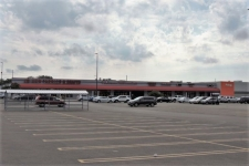 Retail property for lease in Decatur, IL