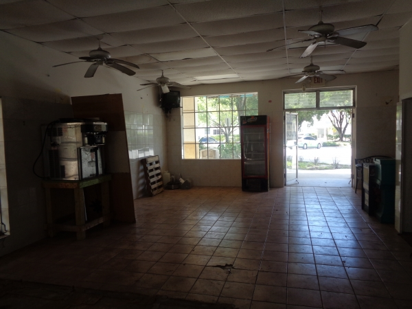 Listing Image #7 - Retail for lease at 6924 Cypress Rd, Plantation FL 33317