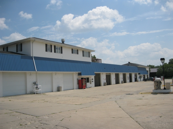 Listing Image #1 - Business for sale at 1325 1st Ave E, Newton IA 50208