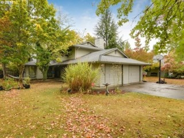 Listing Image #2 - Multi-family for sale at 10935 SW Garden Park Pl., Tigard OR 97223