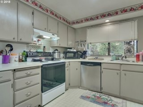 Listing Image #3 - Multi-family for sale at 10935 SW Garden Park Pl., Tigard OR 97223