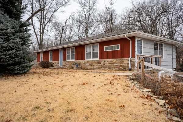 Listing Image #2 - Multi-Use for sale at 8532 N. Oak Trafficway, Kansas City MO 64155