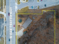 Listing Image #3 - Multi-Use for sale at 8532 N. Oak Trafficway, Kansas City MO 64155