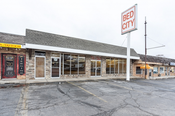 Listing Image #1 - Retail for sale at 7210 N. Oak Trafficway, Kansas City MO 64155