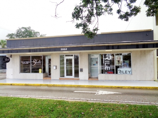 Listing Image #1 - Retail for sale at 2852 E Oakland Park Blvd, Fort Lauderdale FL 33306