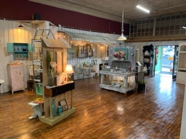 Listing Image #2 - Retail for sale at 116 S Elm Street, Mountain View MO 65548