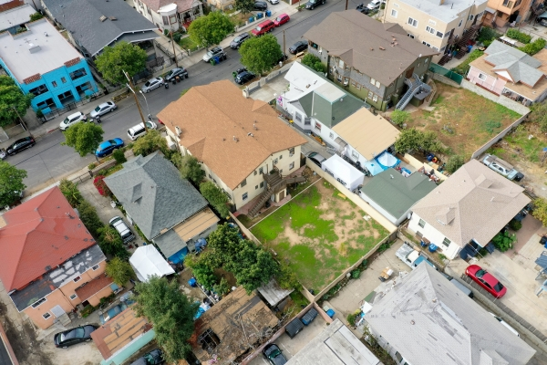 Listing Image #3 - Multi-family for sale at 1657-1659 W 12th Pl, Los Angeles CA 90015