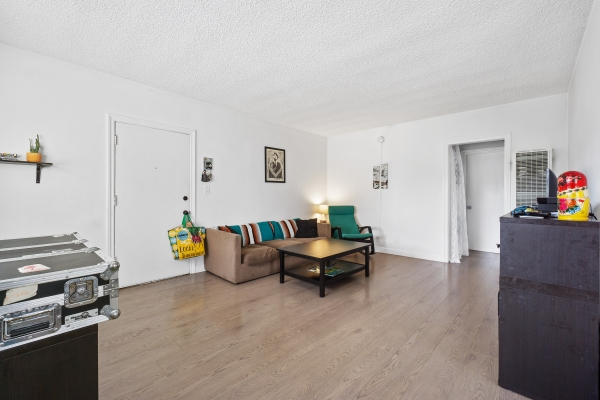 Listing Image #4 - Multi-family for sale at 4408 Russell Ave, Los Feliz CA 90027