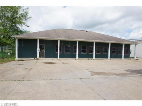 Listing Image #1 - Multi-Use for sale at 22184 Harrisburg Westville Rd, Alliance OH 44601