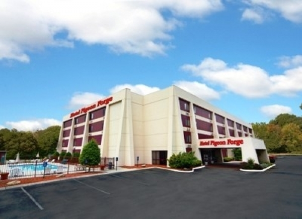 Listing Image #1 - Hotel for sale at 2179 Parkway, Pigeon Forge TN 37863